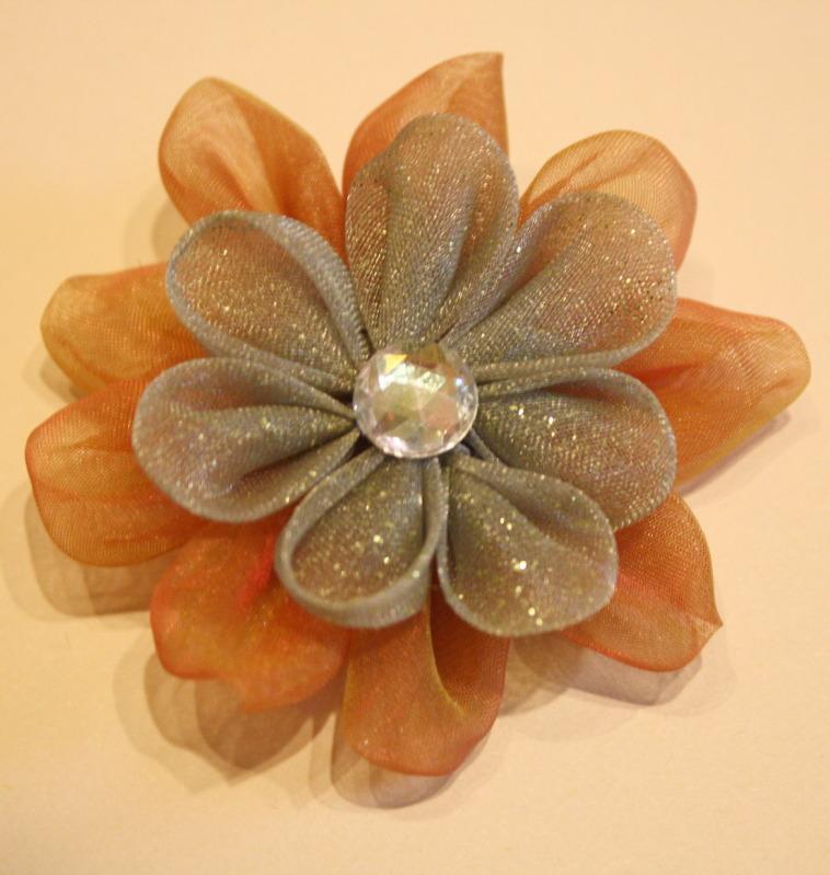 Метки цветы из лент